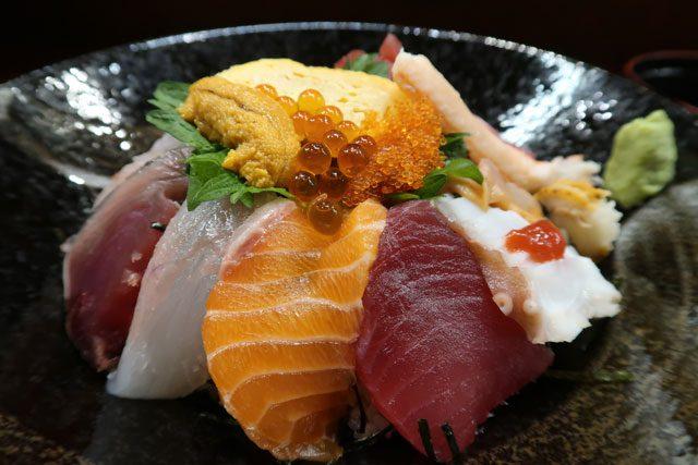 錦蔵 (きんぞう) 海鮮丼アップ