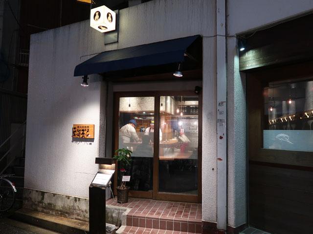 梅田肉料理きゅうろく 店前