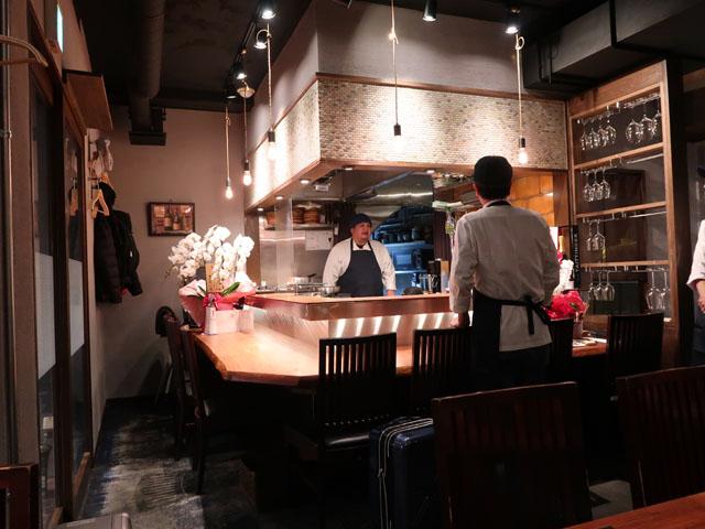 梅田肉料理きゅうろく 店中カウンター