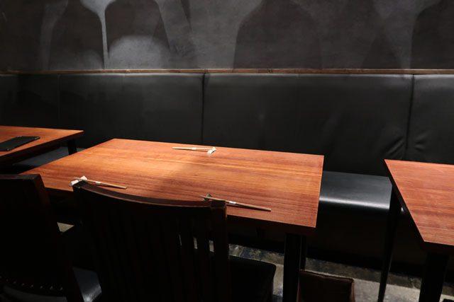 梅田肉料理きゅうろく 店中テーブル席