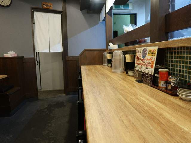 大阪辛麺 唐吉郎 店中カウンター