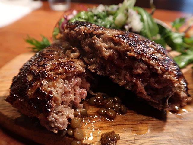 梅田肉料理きゅうろく 黒毛和牛ハンバーグ断面