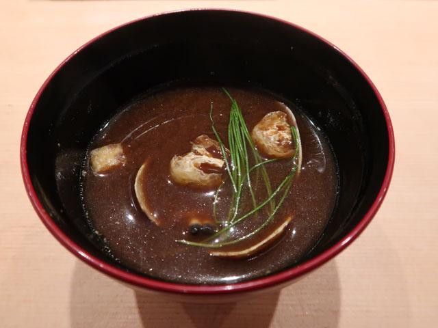 鮨しゅんぺい 赤出汁