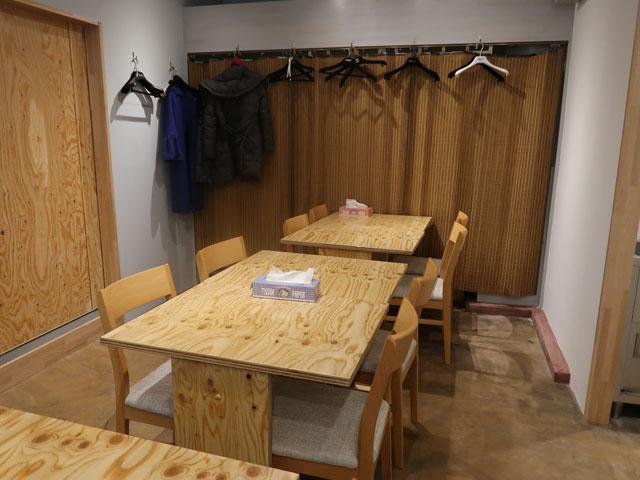 き田たけうどん テーブル席