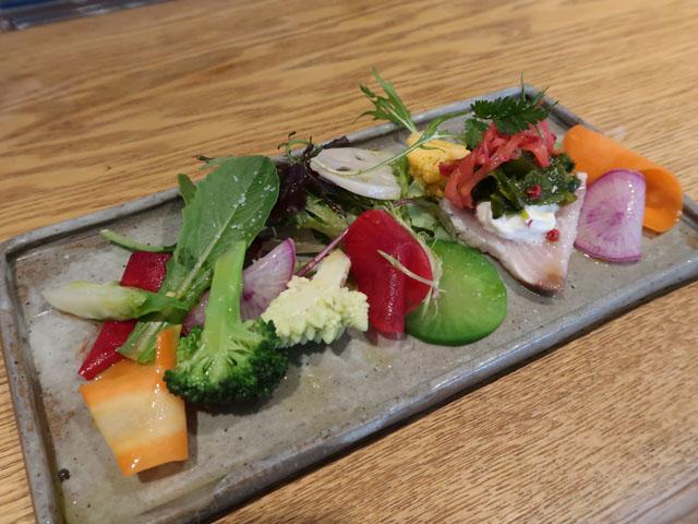 オステリア セーザモ 15種類の季節野菜と天然ブリのカルパッチョ